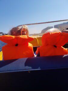 Kinderen in de boot